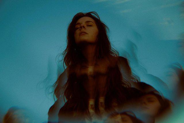 Essie Holt – Underwater