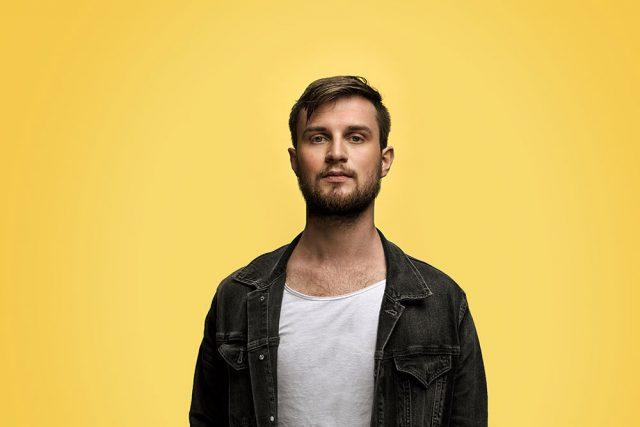 Tom Tukker – Head Up High